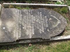 Family grave commemorating W CROSHAW. Photo by Tracy Dodds