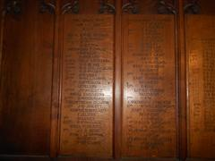 Nine oak boards in the Lady Chapel with the names of 203 men who fell during the Great War. Inscription: 'Whosoever loseth his life for my sake shall find it. The Great War 1914-1918.'