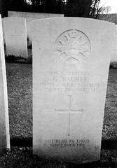 Photo shows the commonwealth war grave headstone marking the grave of Gordon Palmer, photo courtesy of Cliff Housley