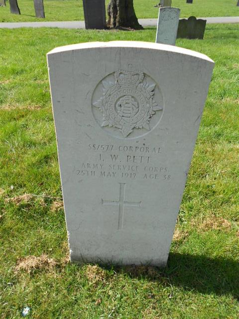 Commonwealth War Graves Commission headstone marking the grave of John William Pett at The General Cemetery, Nottingham. Courtesy of Peter Gillings
