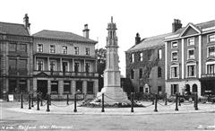 This photo shows the war memorial in Retford Market Place C1925.