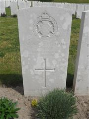 Commonwealth War Graves Commission headstone marking his grave at Etaples Military Cemetery, France. Courtesy of Murray Biddle