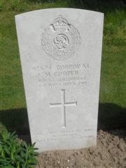 Commonwealth War Graves Commission headstone marking the grave at Etaples Military Cemetery. Courtesy of Murray Biddle