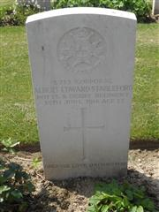 Commonwealth War Graves Commission headstone marking the grave at Foncquevillers Military Cemetery, Pas De Calais, France. Courtesy of Murray Biddle