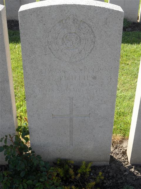 Commonwealth war grave headstone marking his grave at Lijssenthoek Military Cemetery, Belgium. Courtesy of Murray Biddle
