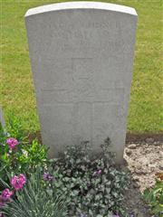 Commonwealth War Graves Commission headstone at Bard Cottage Cemetery, Belgium. Courtesy of Murray Biddle