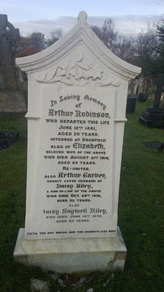 The family grave of the Robinson family , which commemorates the death of Arthur Carver Riley at the Rock Cemetery, Nottingham.