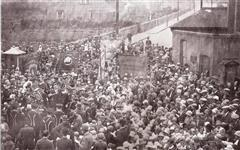 The overspill crowd during Kimberley Memorial's unveiling. A band plays and the crowd, congregating around Methodist chapel banners, are singing. Source: Old Kimberley by David Ottewell (Stenlake Publishing)