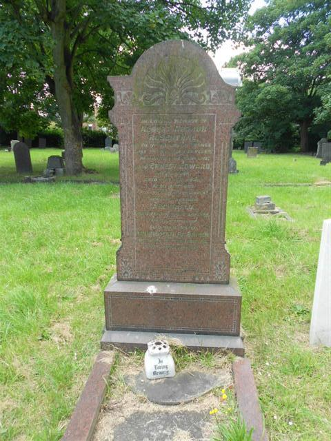 Family grave commemorating Albert Arthur Rosenthal in the churchyard of Holy Trinity Church at Lenton
