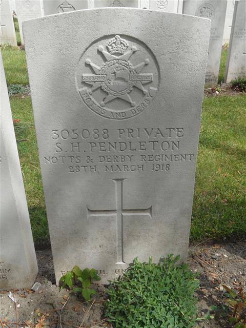 Commonwealth war grave headstone marking his grave at Etaples Military Cemetery, France. Courtesy of Murray Biddle