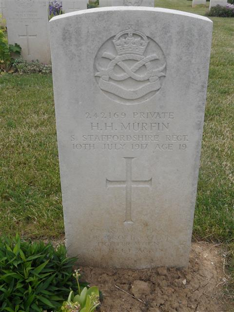 Commonwealth War Graves Commission headstone at Rocquigny-Equancourt Road British Cemetery  